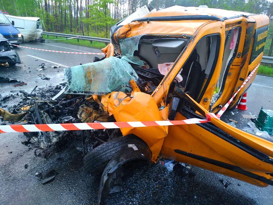 59506202_2373490599574437_1959484352404389888_n Нові подробиці жахливого ДТП на Бородянщині (ФОТО)