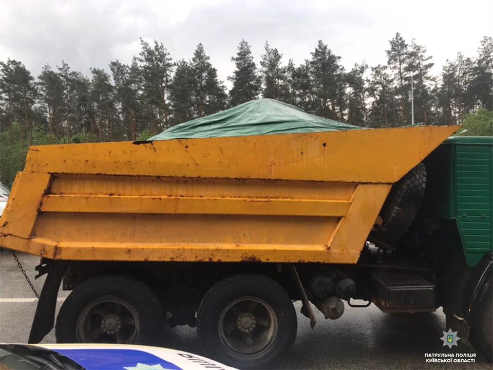 Чорнозем без документів : правоохоронці Київщини зафіксували факт вивезення  ґрунту -  - 59621277 1395962713910651 5168618117076615168 n