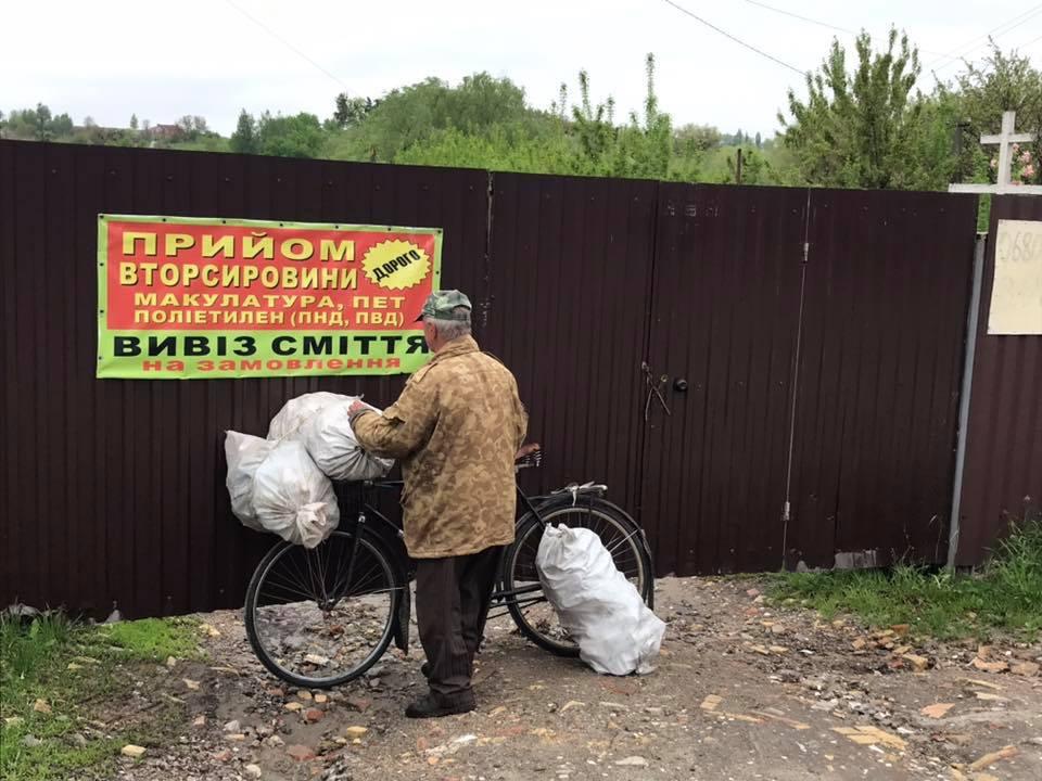 Жителі Музичів щомісяця здають 2,5 тонн сортованих відходів - сортування сміття, прийом вторсировини, Музичі, екологічна свідомість, еко-активіст - 59762340 2047531205369898 547215065854509056 n