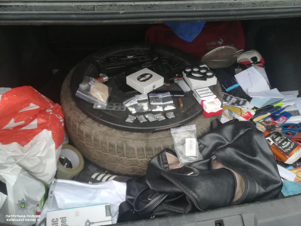 Наркотики та алкоголь: поліція затримала  водія у Софіївській Борщагівці - патруль, кримінал - 59792499 1394292160744373 9146091891433930752 o