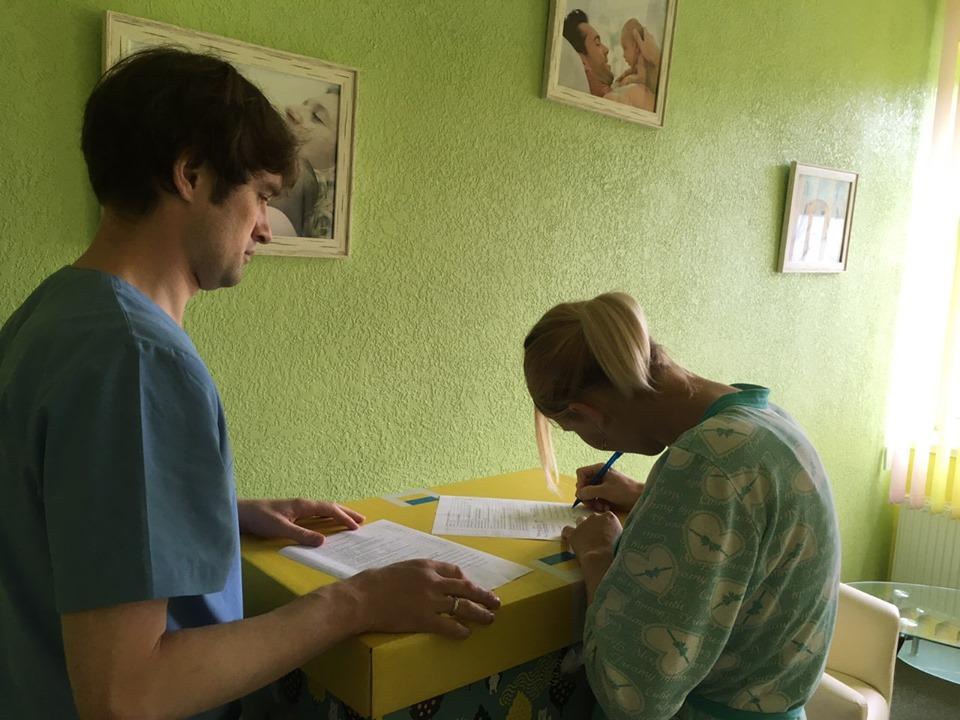 У Василькові почали видавати «пакунки малюка» в пологовому при виписці