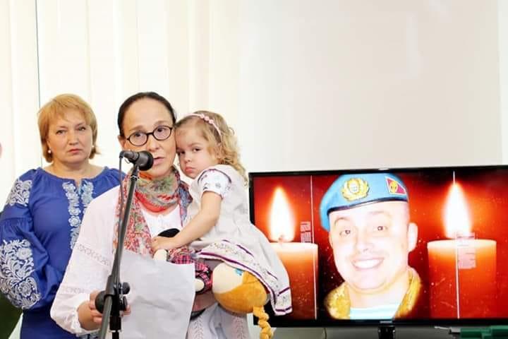 До Дня матері у столиці влаштували  фотопроект присвячений матерям, котрі втратили своїх синів на війні -  - 60332579 992531957805211 7311802614482468864 n
