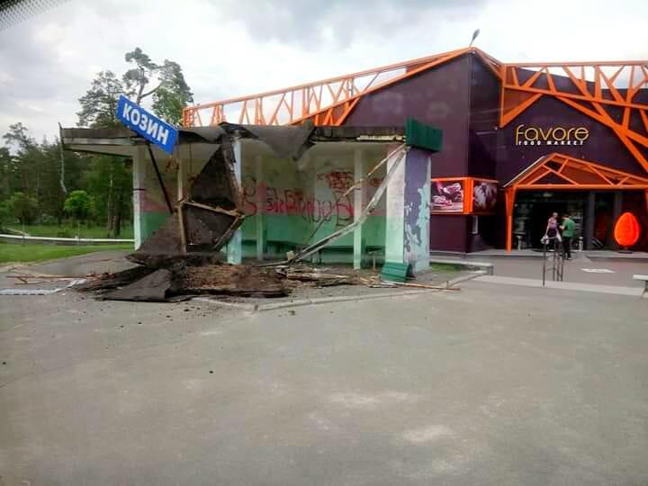 60339925_1361810710625100_7743109874661195776_n На Обухівщині впала покрівля автобусної зупинки