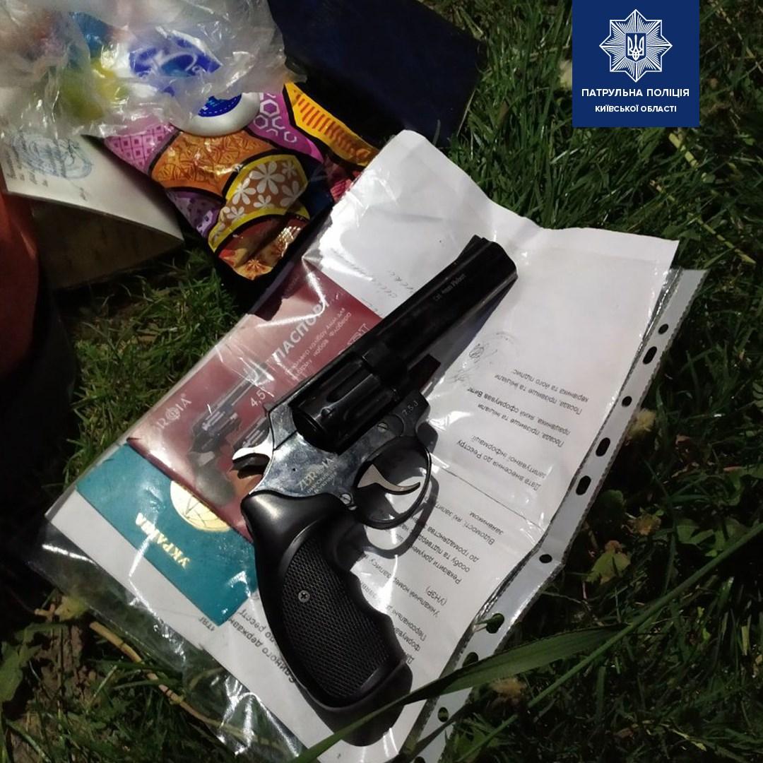 Наркотики та зброя: у Чайках затримали чоловіка - Поліція - 60552529 1406738079499781 6269532889193381888 o