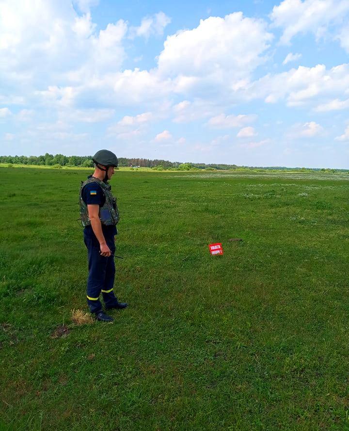 На Бородянщині місцеві мешканці знайшли снаряд часів Другої світової війни - снаряд, рятувальники - 61046441 593184221175247 435767111269220352 n