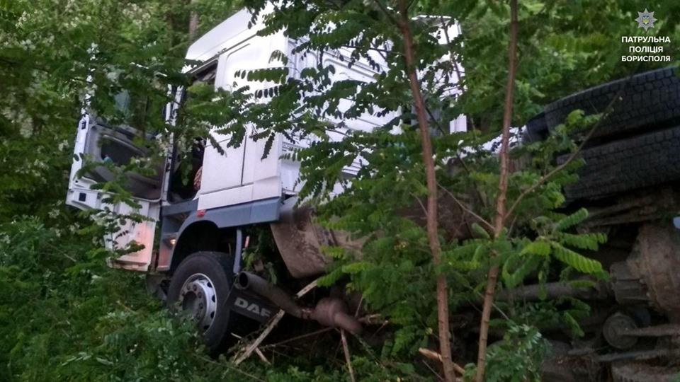 Патрульні покарали водія вантажівки, який заснув за кермом -  - 61268768 2410345452520576 4601937116975333376 n