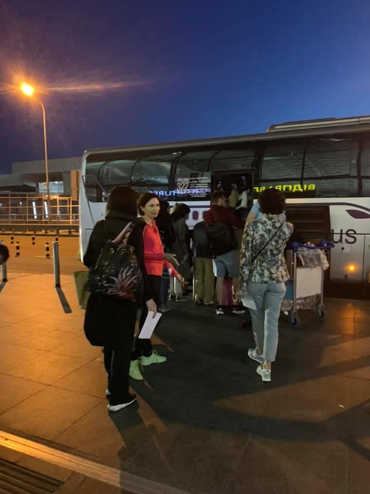 """В аеропорту """"Бориспіль"""" забули цілий автобус із пасажирами -  - 61880563 304793813785313 3155381123681353728 n"""
