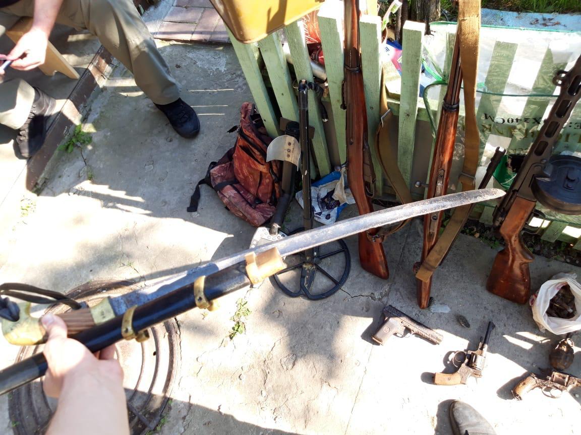 Проводив розкопки на Броварщині: продавцю зброї повідомлено про підозру -  - 712