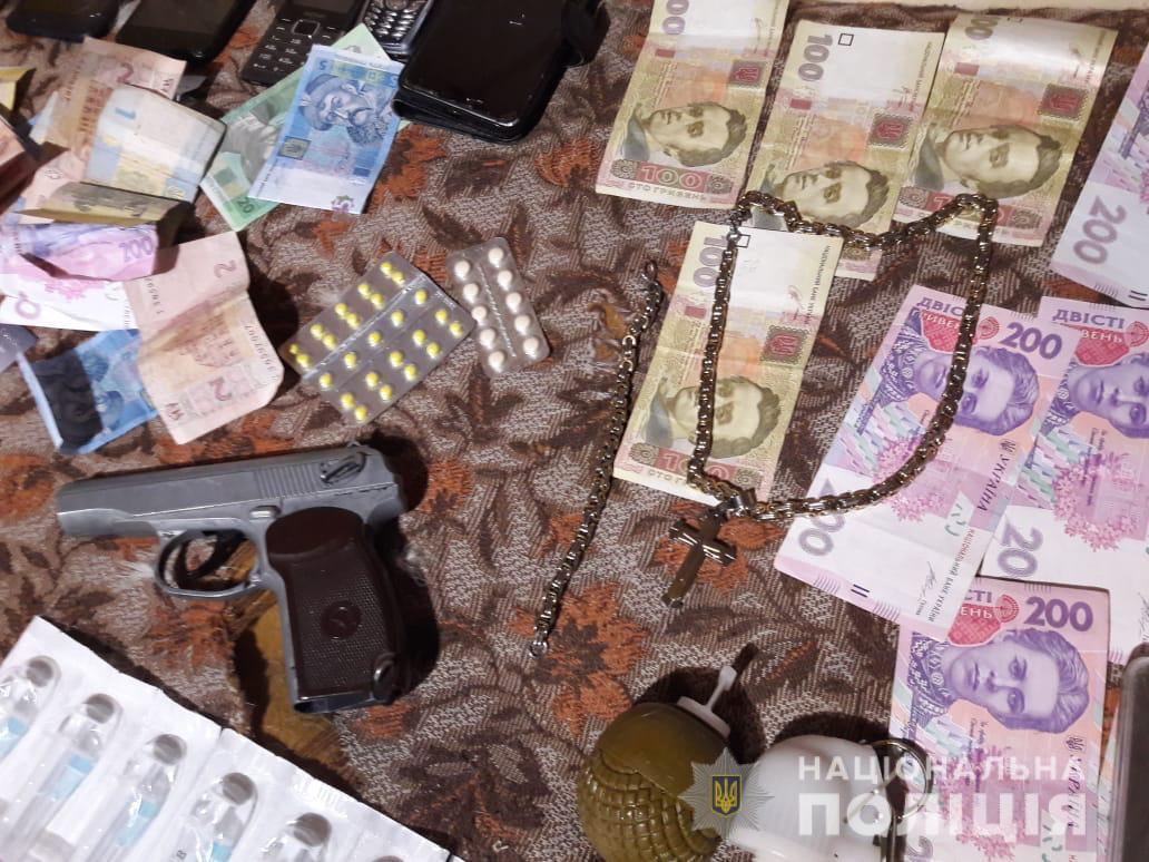 D0BBD18FD0BBD18F1 Києво-Святошинський район: у 25-річної дилерки вилучили наркотиків на 1 мільйон