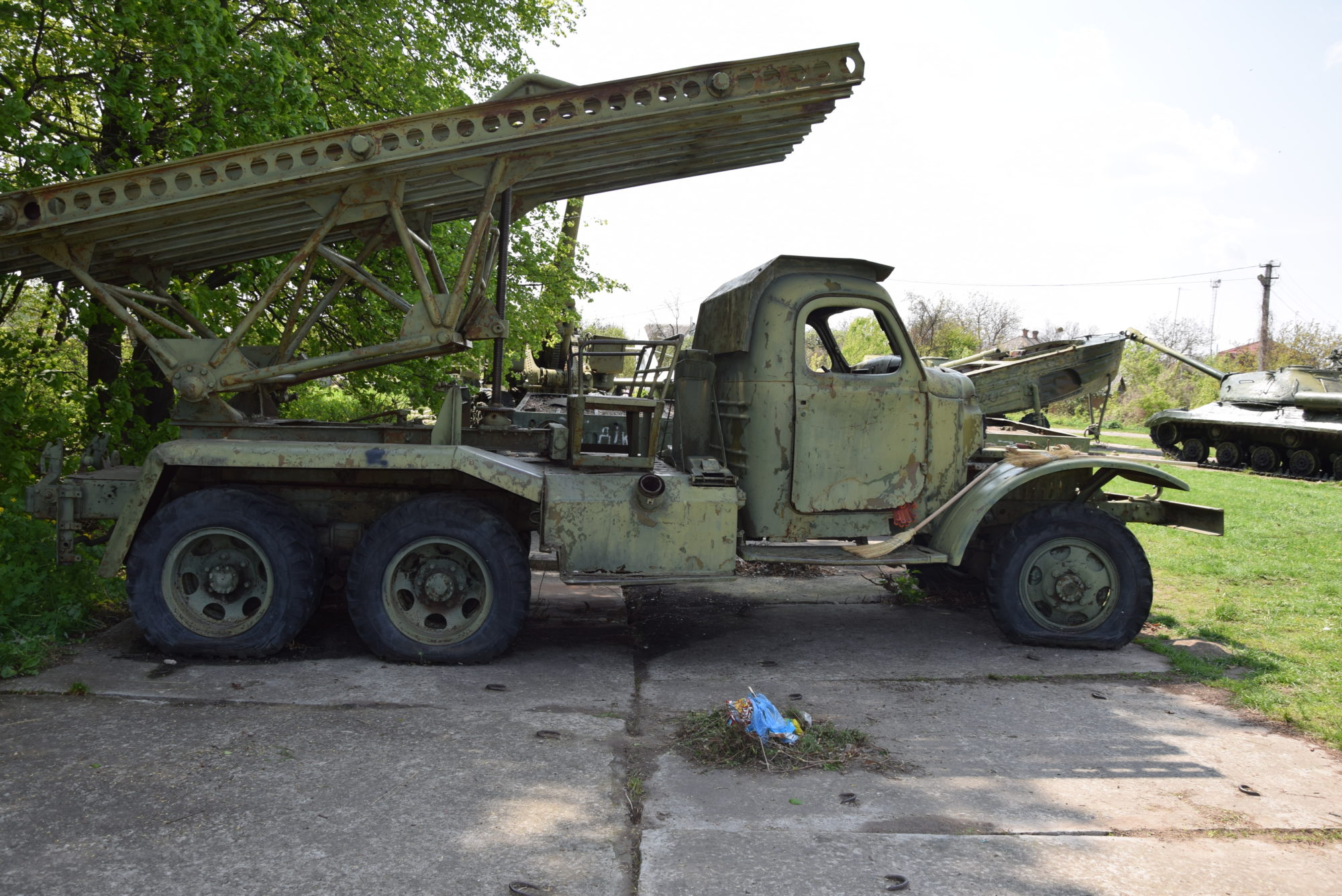 У Переяславі фарбують зброю -  - DSC 0027 2000x1335