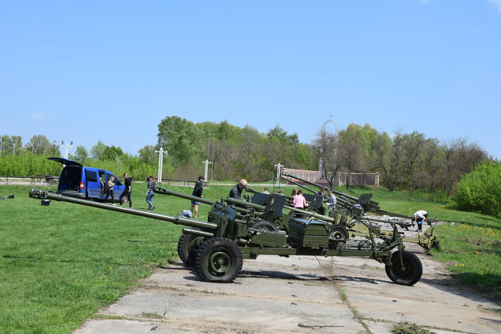 У Переяславі фарбують зброю -  - DSC 0028 2000x1335
