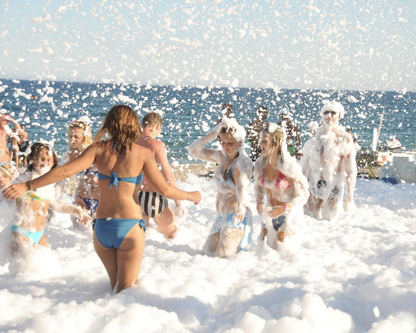 Пінна вечірка на пляжі в Українці -  - E9860820 DDFF 468B 9DB4 0C628D87D48E