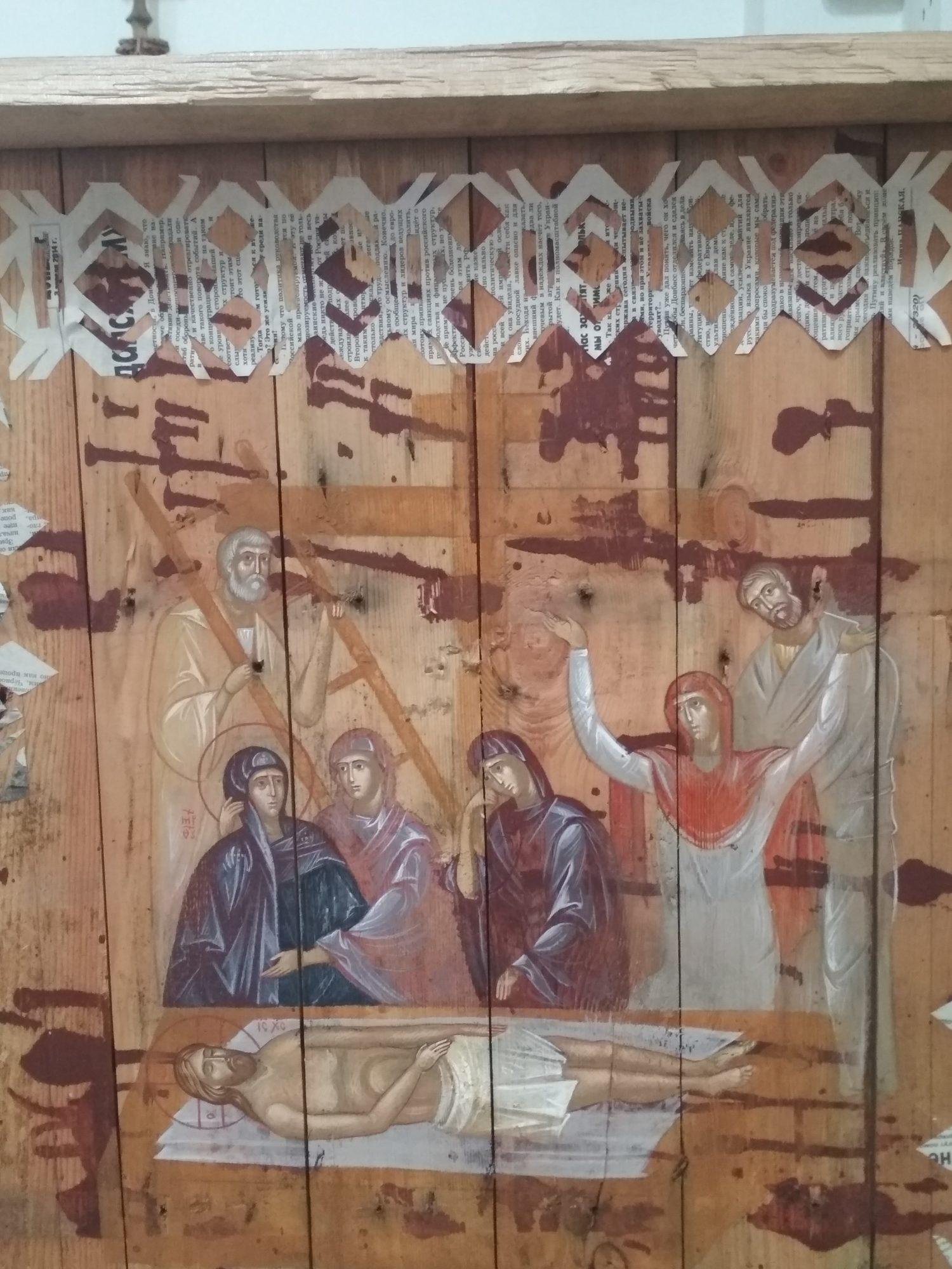 IMG_20190512_1212371-1500x2000 У Фастівському костелі відкрилась виставка ікон, намальованих на ящиках з-під набоїв