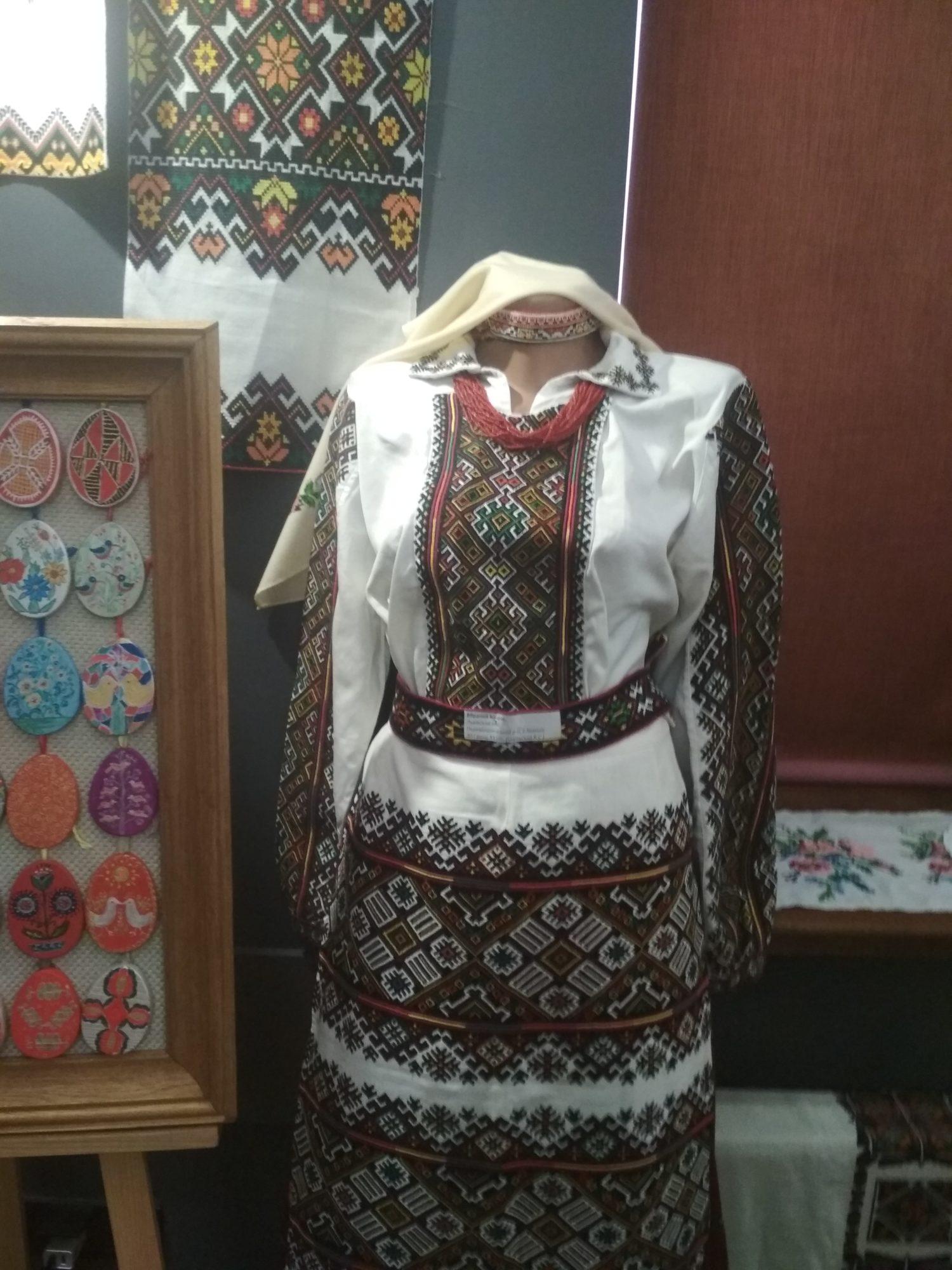 У Фастові відкрилась виставка вишивки «Сакральний код моєї країни» - вишиванки - IMG 20190516 113025 1500x2000