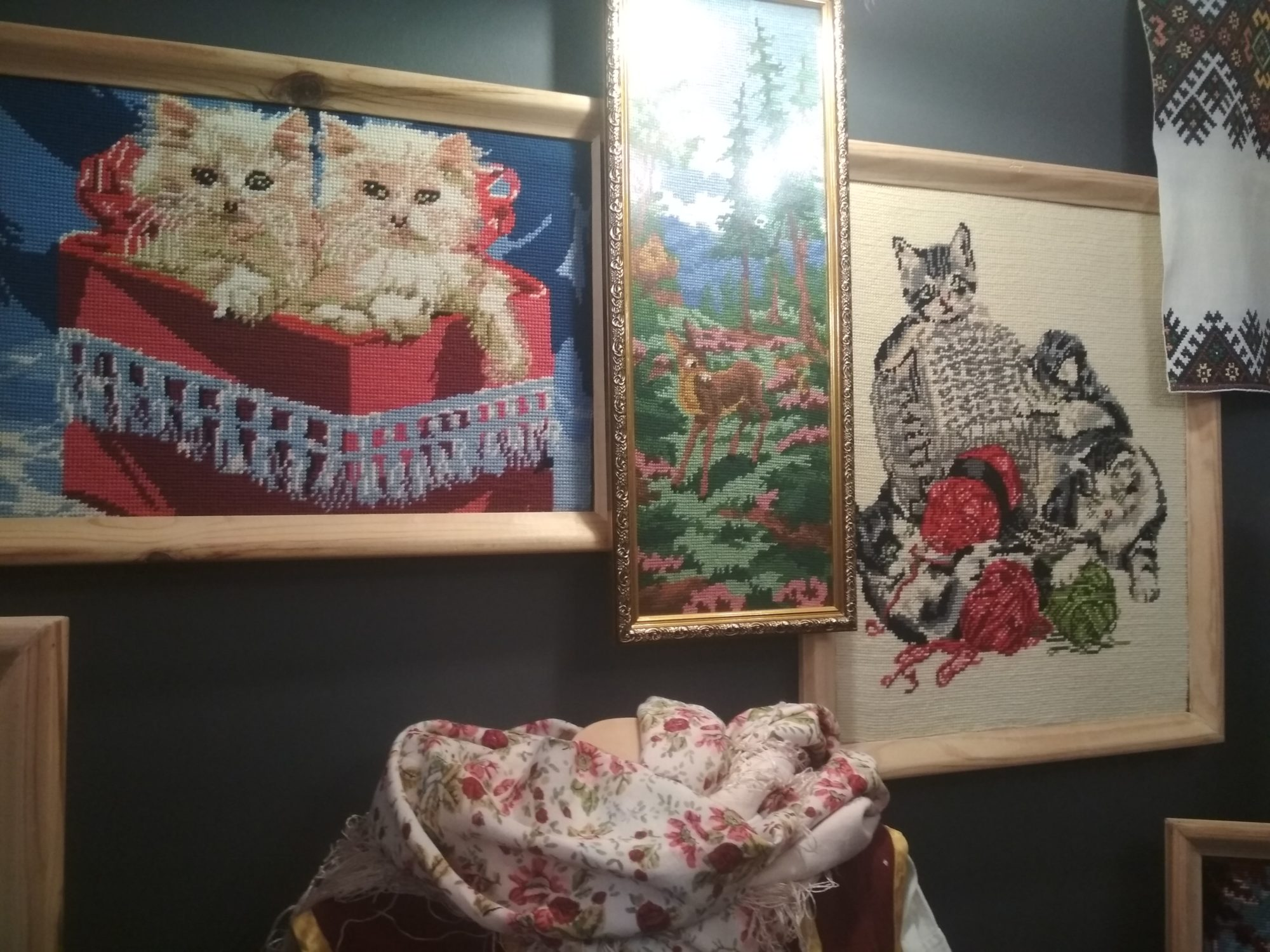 У Фастові відкрилась виставка вишивки «Сакральний код моєї країни» - вишиванки - IMG 20190516 113122 2000x1500