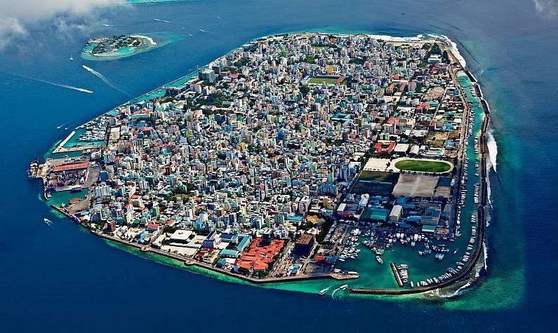 Смертельний туризм : на Мальдівах загинула молода українка -  - Maldivskie ova Male 03405194