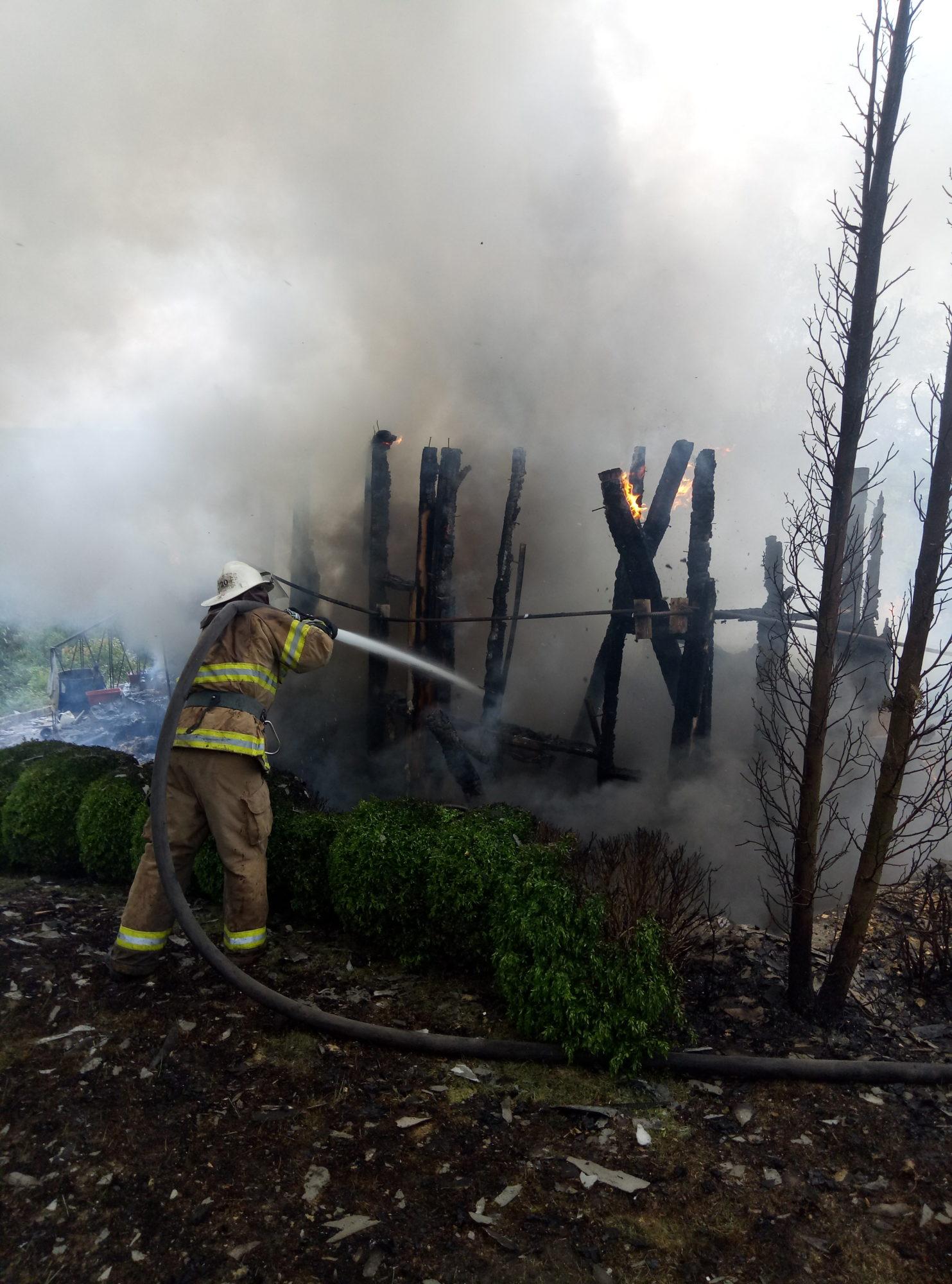 На Кагарличчині вщент згорів дачний будинок -  - P90521 091332 1483x2000