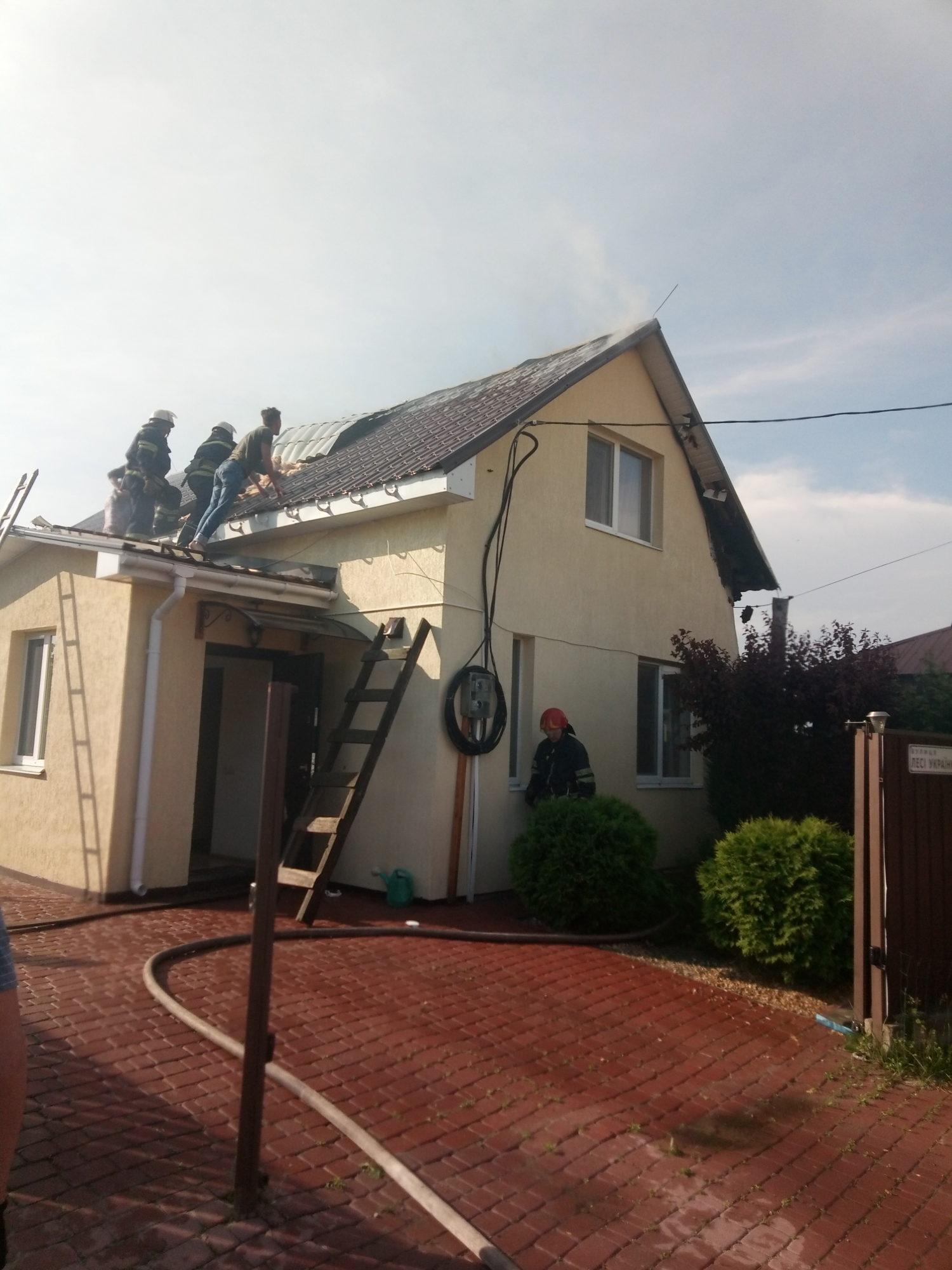 На Бориспільщині горів житловий будинок -  - P90521 172836 1500x2000