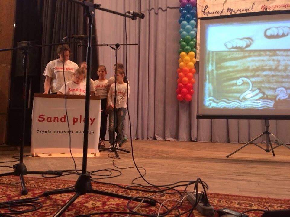 """""""Sand play"""" — перші на """"Вернісажі талантів"""": бучанські пісочні аніматори перемогли на всеукраїнському конкурсі - Приірпіння, пісочна анімація, Мистецтво, київщина, всеукраїнський конкурс, Буча - Sand play 2"""