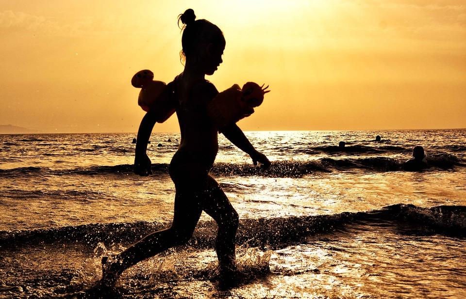 Відпочинок біля води – що варто знати - Україна, Річка, правила поведінки, Літо, Діти, водойма, Вода, Відпочинок, Безпека - girl 1574335 960 720