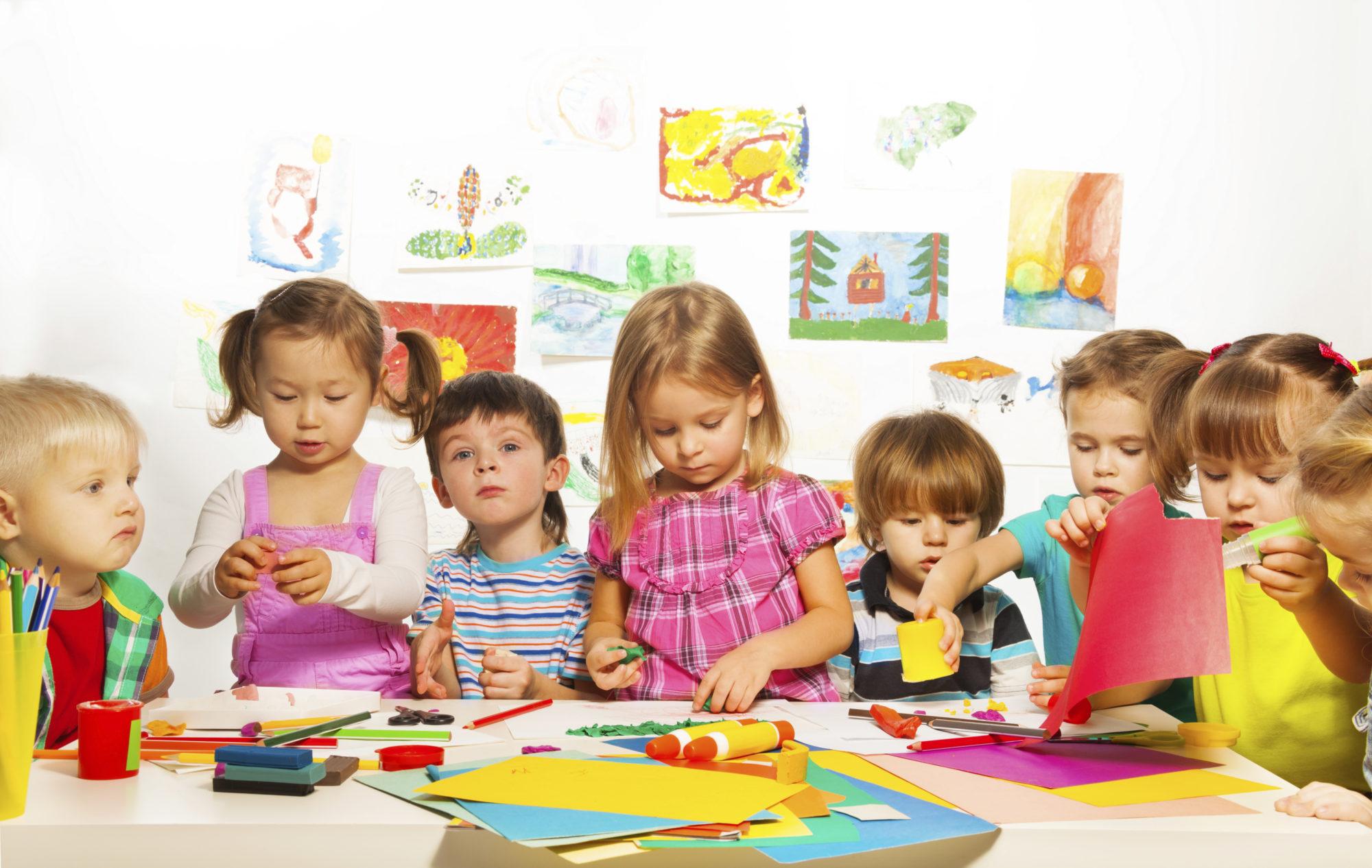 iStock_kindergarten-kids-arts-and-crafts_Purchased-19092014-2000x1266 Влітку у зв'язку з ремонтом деякі білоцерківські дитсадки будуть закриті
