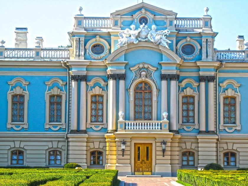 m-18 Найкрасивіші палаци України