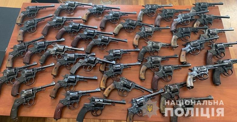 За місяць до столичної поліції добровільно здали 480 одиниць зброї -  - misyachyk040519