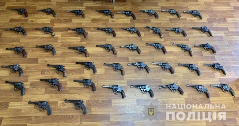 За місяць до столичної поліції добровільно здали 480 одиниць зброї -  - misyachyk0405191
