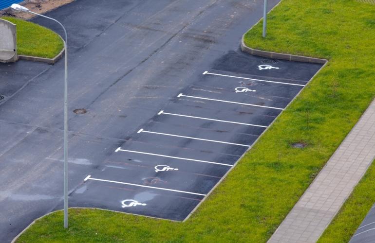 У Мінрегіоні наголосили на обов'язковості паркомісць для людей з інвалідністю - парковка, Мінрегіон, люди з інвалідністю - parkovka ynvalydy