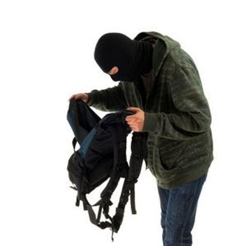 З мільйоном в рюкзаку : у столиці  серед білого дня пограбували киянина -  - ryukzak kradizhka