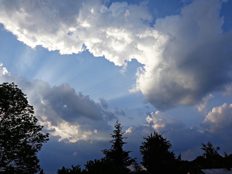 sky-2369230_960_720 На Київщині очікуються невеликі дощі і потепління