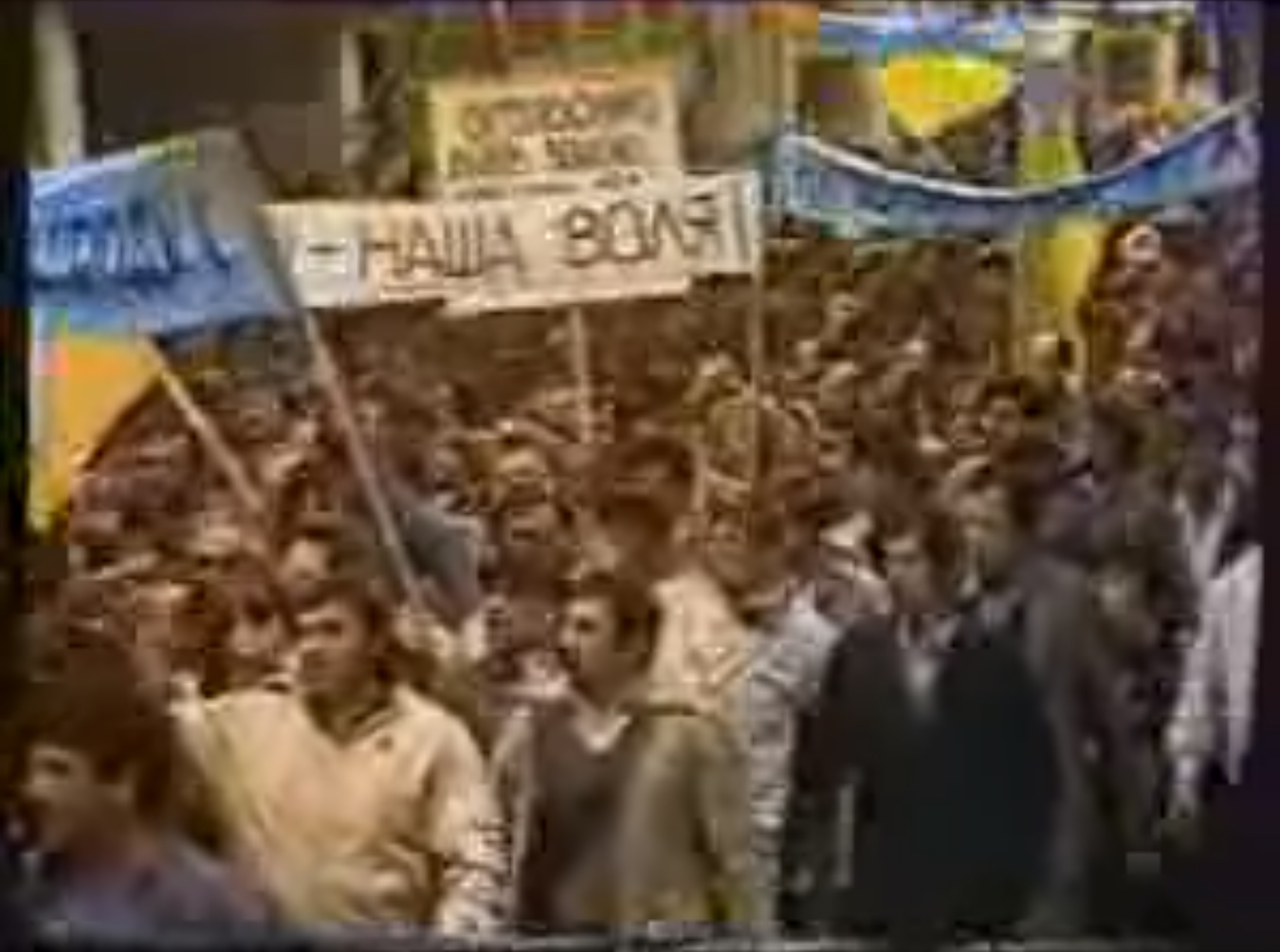 1 травня 30 років тому – перша демонстрація з синьо-жовтими прапорами (відео) - українці, Україна, Львів - z1556696860a14i