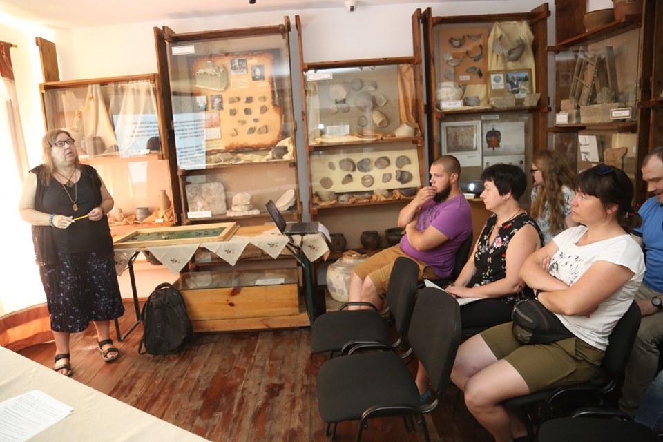 У Вишгороді відбулась наукова консультація щодо реконструкції археологічного об'єкта - круглий стіл, київщина, ВІКЗ, Вишгород, археологія - 0626 Goncharka arhe5