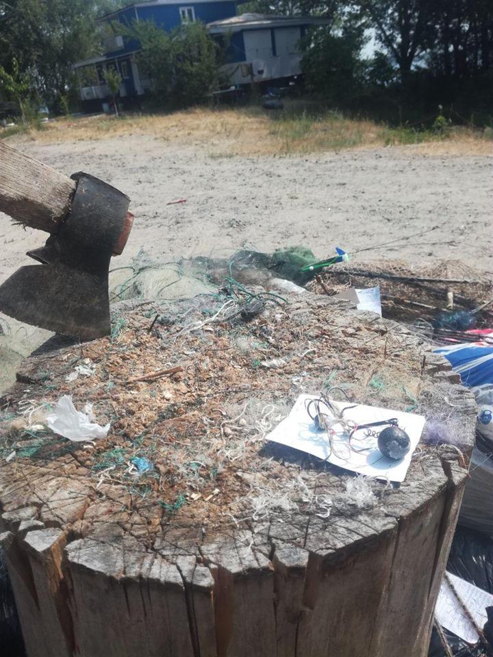 У Вишгороді було знищено рибальські знаряддя лову - київщина, Київський рибоохоронний патруль, Вишгород, браконьєри - 0627 Rybpatrul siti1