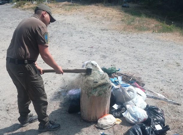 У Вишгороді було знищено рибальські знаряддя лову - київщина, Київський рибоохоронний патруль, Вишгород, браконьєри - 0627 Rybpatrul siti2 obriz
