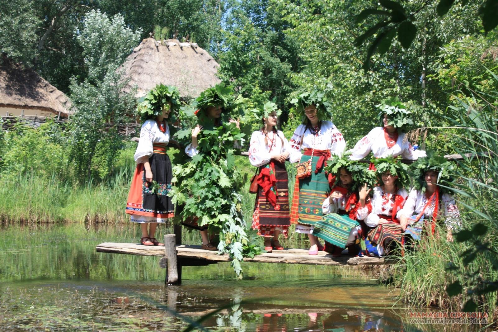 1-2-1 Українці відзначають свято Трійці або Зелені свята