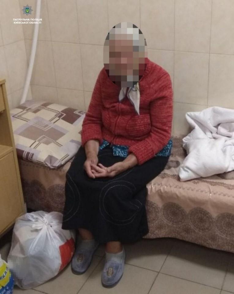 Щасливий кінець неприємної історії: бабусю, яка заблукала у Борисполі, патрульні повернули додому