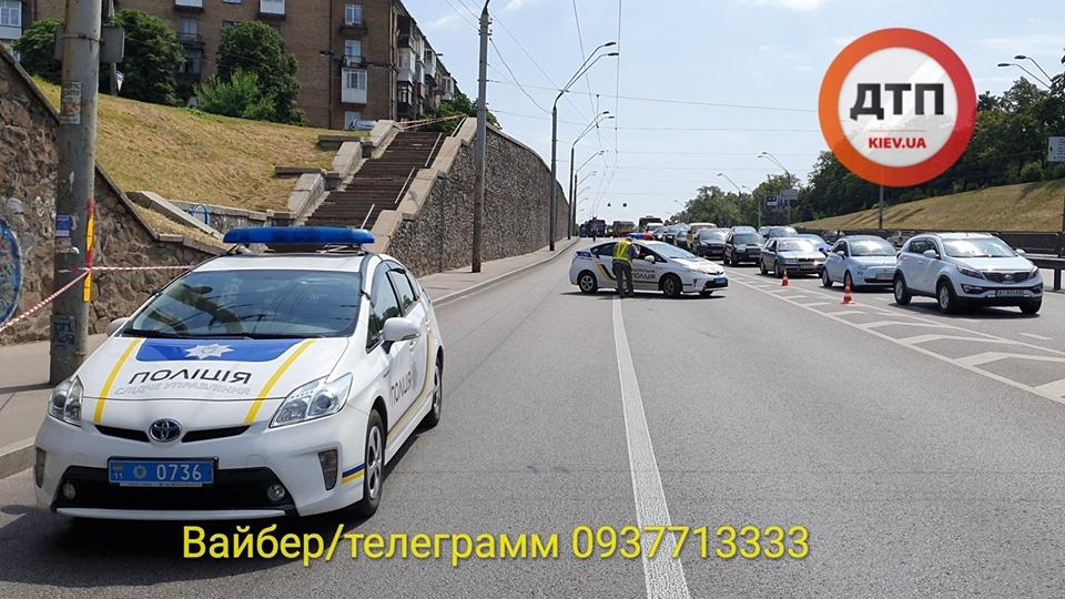 Samogub-2 З мосту – під колеса вантажівки: в Києві на проспекті Перемоги загинув чоловік