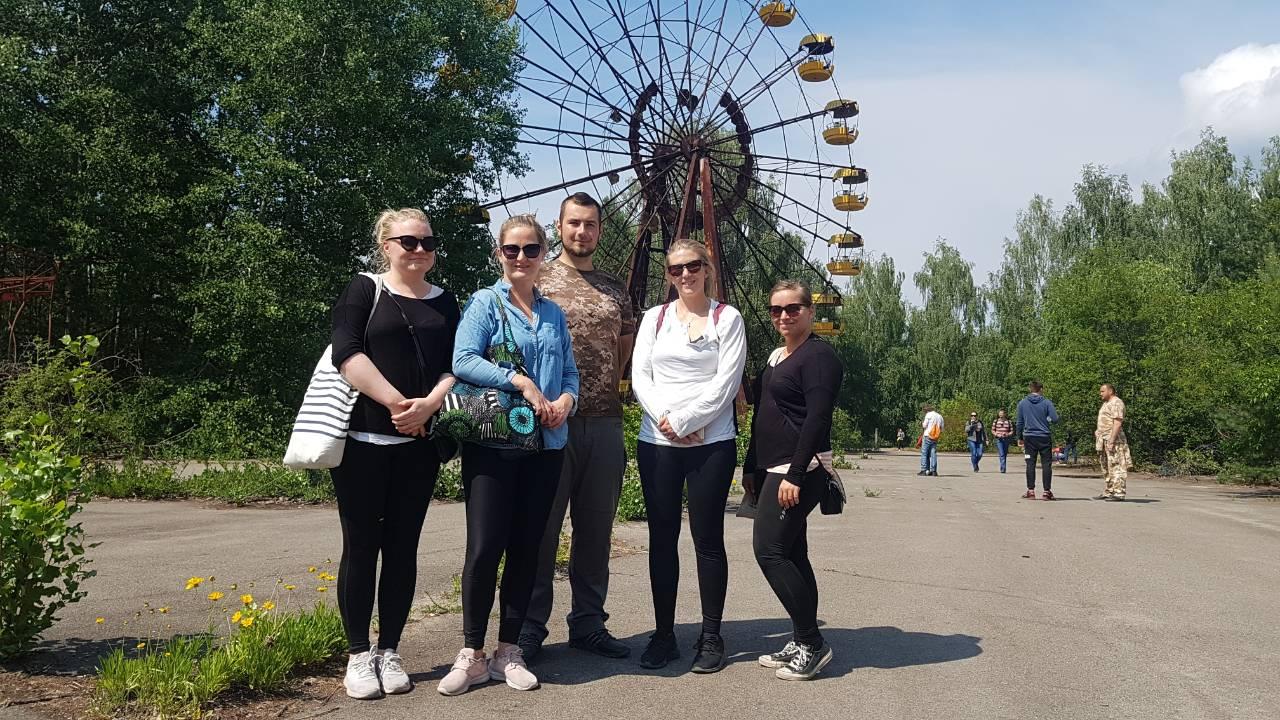 До Чорнобилю линуть туристи : успіх однойменного серіалу спонукає його шанувальників побувати у зоні відчуження -  - cher6