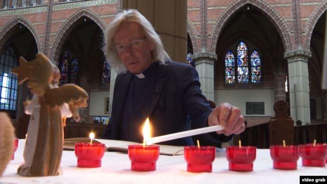 0718_Nierlandy_svyashhen_litak У Нідерландському Гілверсюмі садять соняшники на вшанування пам'яті жертв аварії МН17
