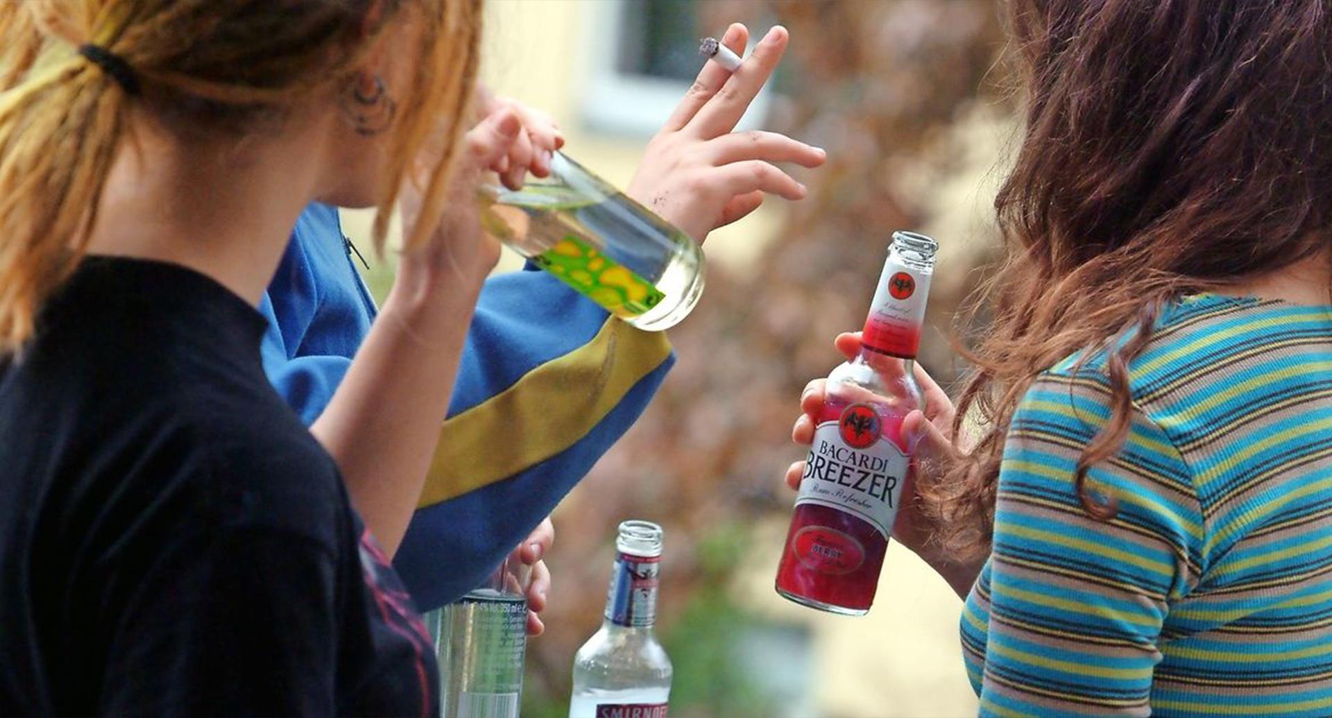 П'яні неповнолітні дівчата напали на медиків у Боярці: відео - поліція Київської області, неповнолітні, нападники, Напад на медиків, Боярка, алкогольне сп'яніння - 1149034