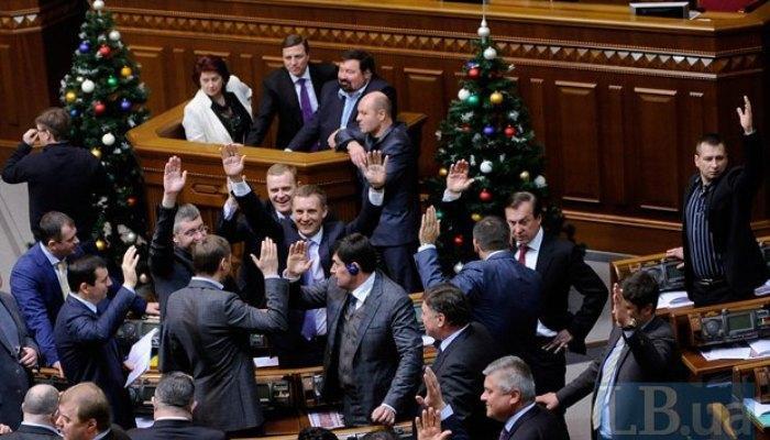 52d7b98a9d2fc Колишній регіонал Москаленко, кандидат по 96-му округу, прогуляв важливе засідання Ради, агітуючи за себе по селам