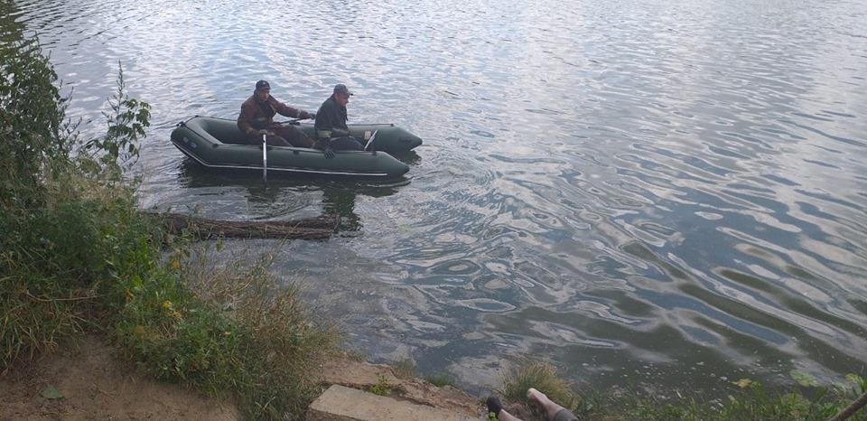 У Василькові витягли з річки потопельника