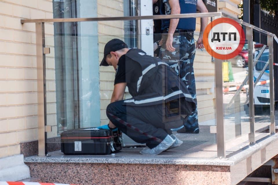 Пограбування тижня: у Києві обікрали ювелірний магазин - рушниця, нападник, Київ - 67469434 1385119801653909 3842685575916158976 n