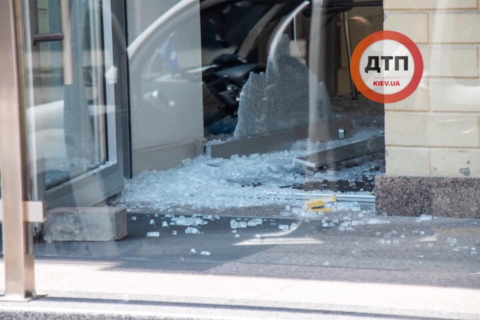 Пограбування тижня: у Києві обікрали ювелірний магазин - рушниця, нападник, Київ - 67469970 1385119651653924 3633237634551119872 n