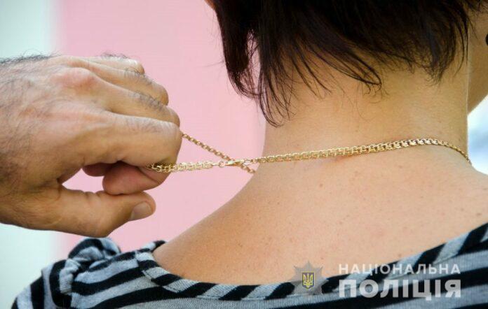 TSepochka-696x442 Затримали грабіжника, який зірвав золотий ланцюжок з пенсіонерки у Кагарлику