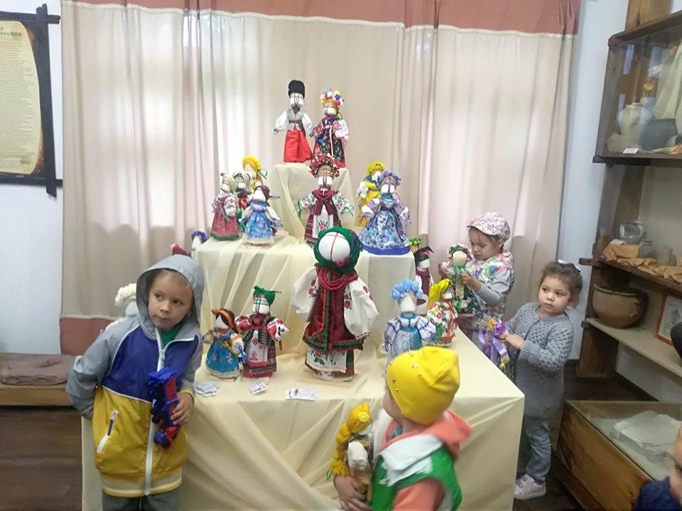 Створення родинного оберега починається з молитви - київщина, ВІКЗ, Вишгородський район, виставка - 0804 Lyalka Vidviduvachi