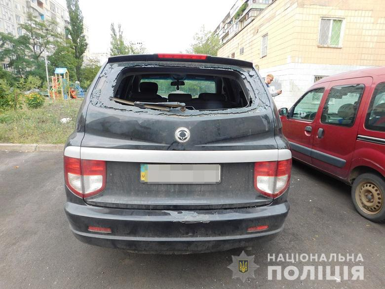 0807_Obolon_kradizhky2 Зловмисник за допомогою викрутки «чистив» автівки