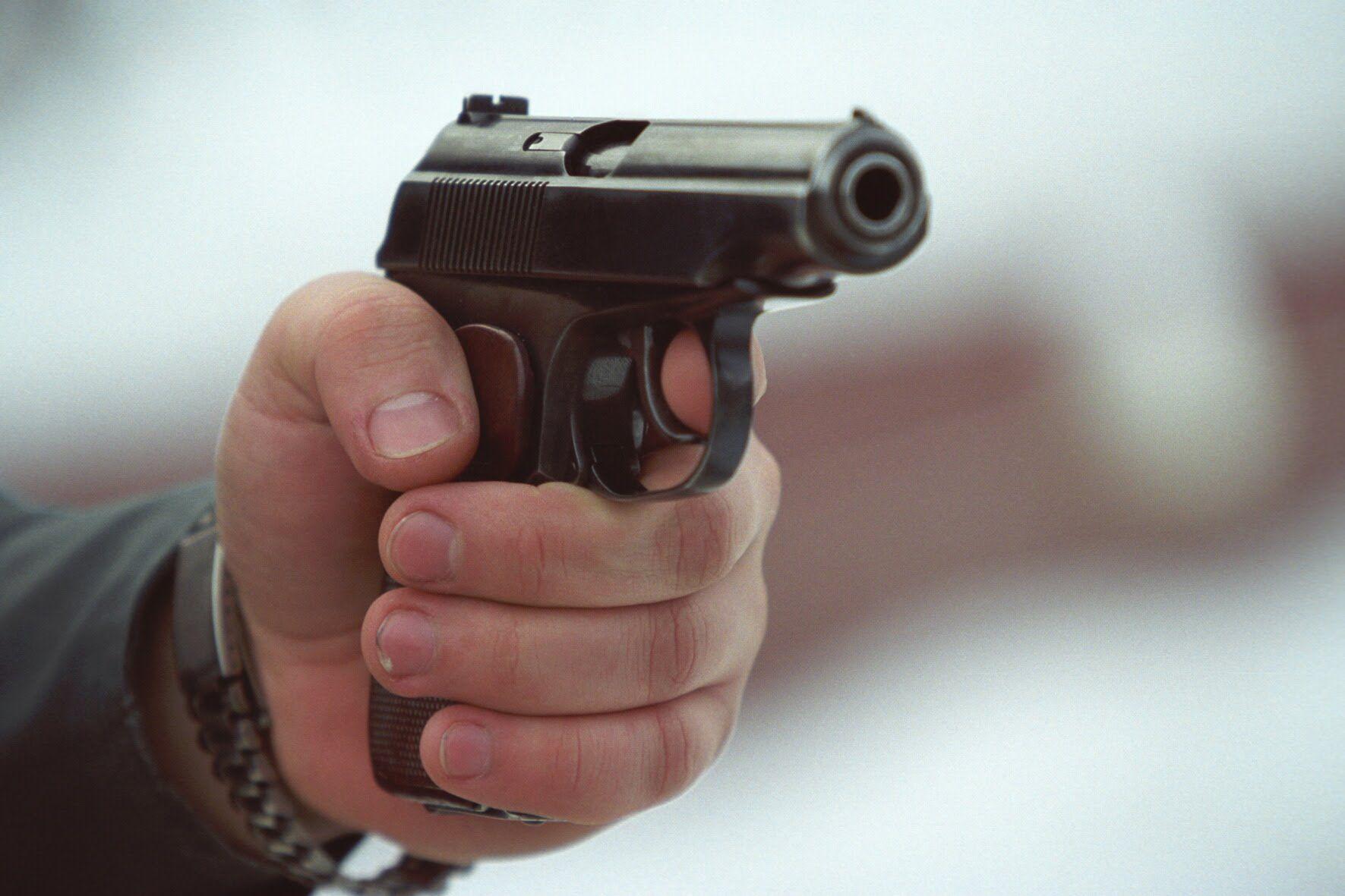 У київському  дворі стріляли з «Флобера» - Поліція, пістолет, конфлікт, київщина, Київ - 0827 pistolet