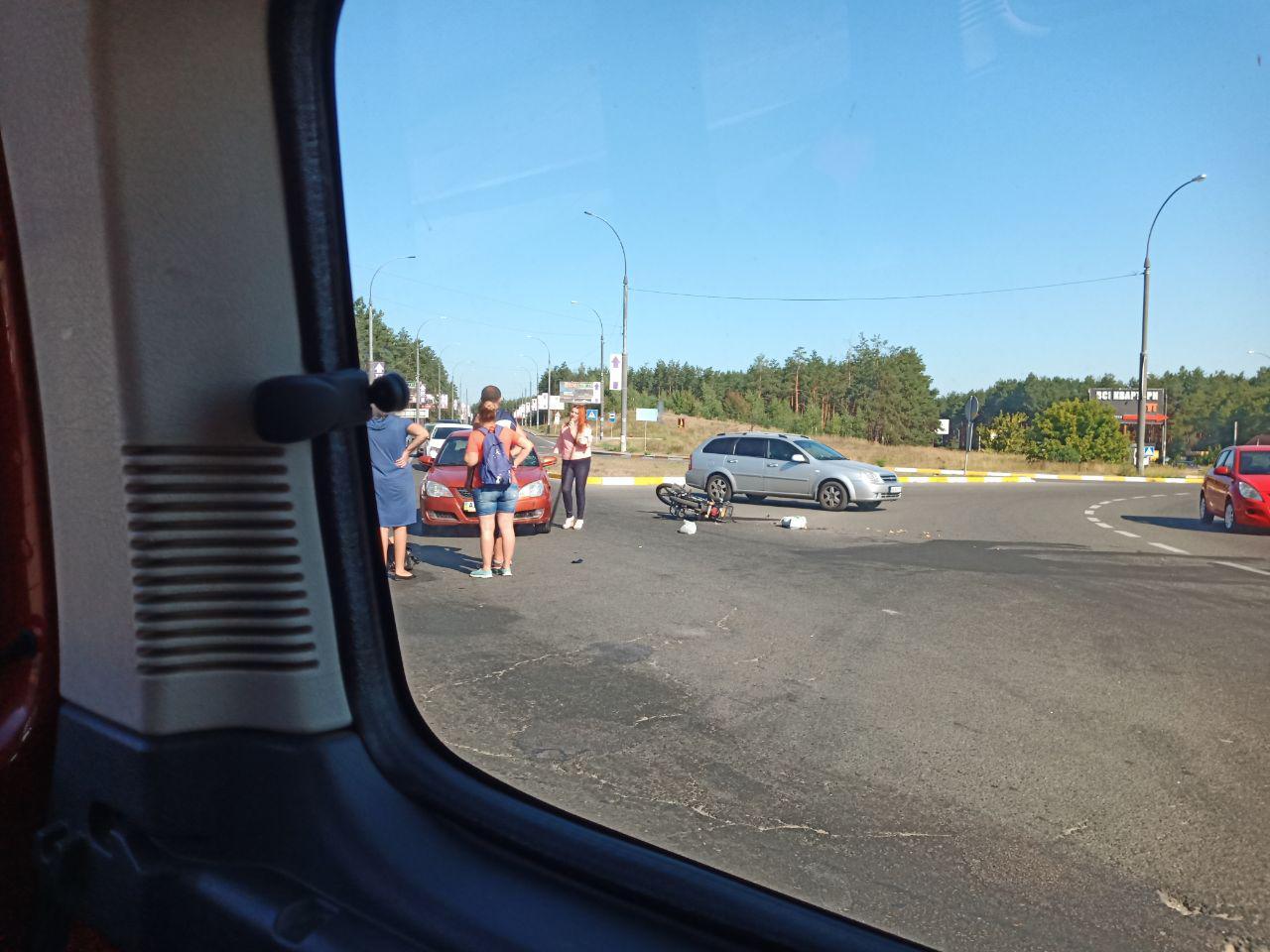 На в'їзді в Ірпінь сталося ДТП, постраждав водій мопеда -  - 3 1